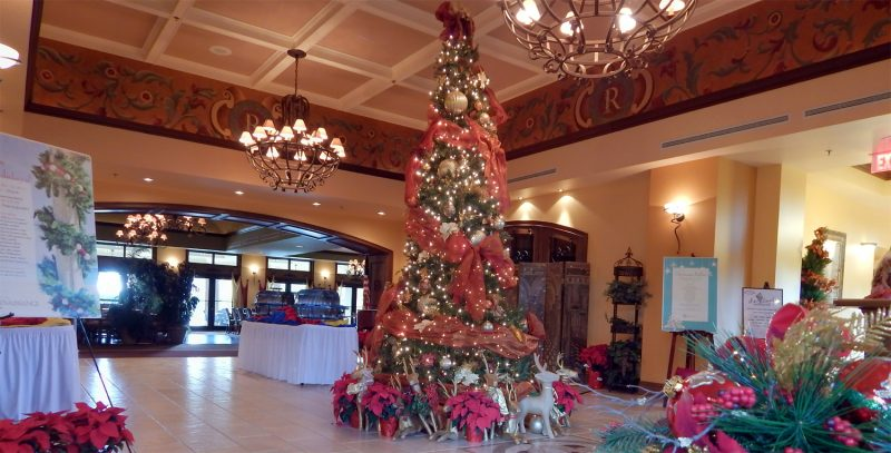 CLUB RENAISSANCE Christmas Tree and decorations, Sun City Center, Florida