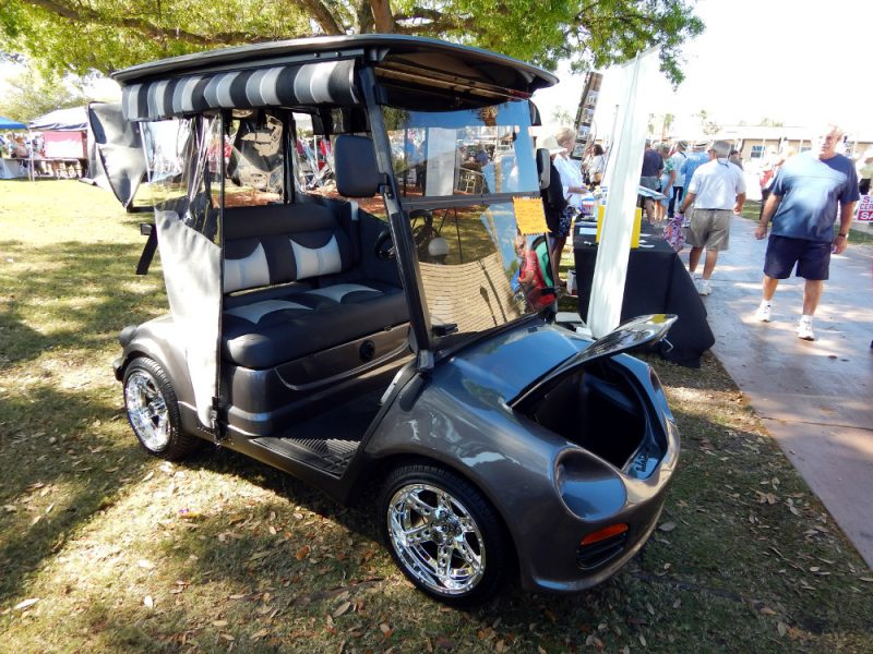 YAMAHA Golf Cart with customized front end