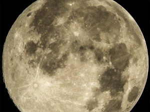 Zoom 15x on Supermoon in Tampa Bay, Sun City Center, South Shore Florida on Saturday July 12, 2014