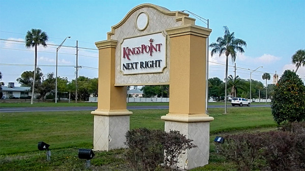 Kings Point sign on 674 that reads 'next right'